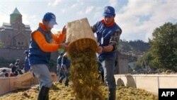 На российский рынок поставляется до 85% всей винодельческой продукции из Молдавии и до 70% - из Грузии