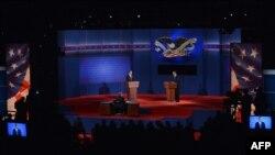 Првата дебата меѓу Барак Обама и Мит Ромни во Денвер, Колорадо.