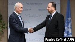 UN Special Envoy for Syria Staffan de Mistura (L) shakes hands with Syria's rebel delegation chief Nasr al-Hariri.