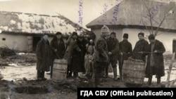 Colectarea grânelor de la țărani, regiunea Nikolaev, Ucraina, 1932-1933