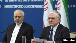 Armenia - Foreign Ministers Edward Nalbandian and Mohammad Javad Zarif at a news conference in Yerevan, 28Nov2017