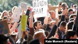 Protest protiv odluke o zabrani ulaska u SAD za državljane sedam zemalja sa većinski muslimanskim stanovništvom
