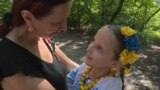 Angelina Levon ve anası Svetlana