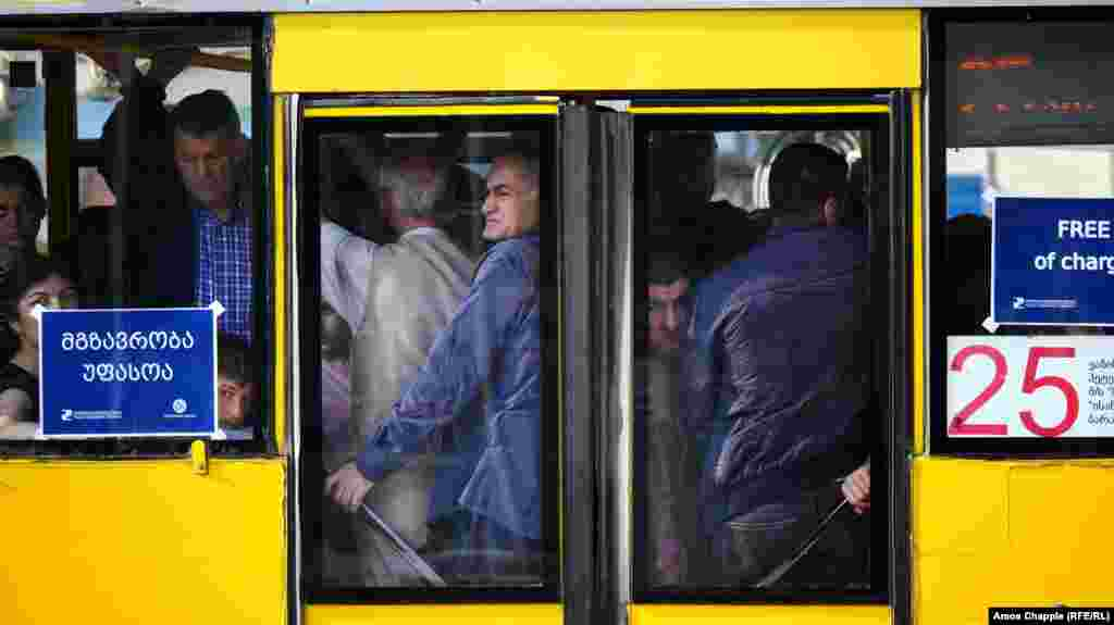 Buses shuttle passengers during the second day of a subway strike in Tbilisi on June 5. (RFE/RL /Amos Chapple)
