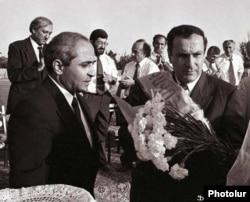 Президент Армении Левон Тер-Петросян (справа), 1996 год