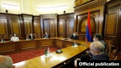 Armenia -- Prime Minister Nikol Pashinian meets with representatives of opposition parties, Yerevan, October 12, 2020.