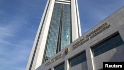 Здание мажилиса парламента в Астане.