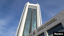 Здание нижней палаты парламента Казахстана.