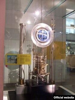 10 000 жылдык сааттын биринчи прототиби. Илим музейи, Лондон.