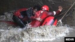 عملیات نجات در مشهد؛ عکس مهدی بلوریان
