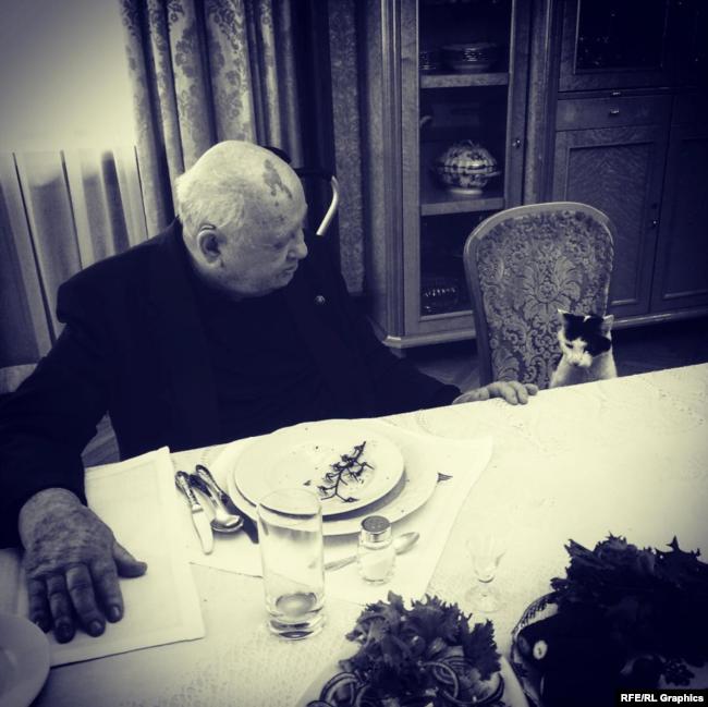 """Кадр из фильма Виталия Манского """"Горбачев. Рай"""""""