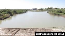 Заброшенная дамба на реке Мургап, Туркменистан (архивное фото)
