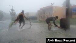 Ураган «Ірма» вирує у місті Фахардо, Пуерто-Рико, 6 вересня 2017 року