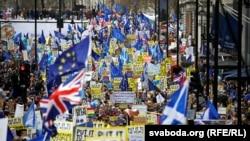 Під час маршу в центрі столиці Великої Британії з вимогою провести новий референдум щодо членства країни в Євросоюзі. Лондон, 23 березня 2019 року