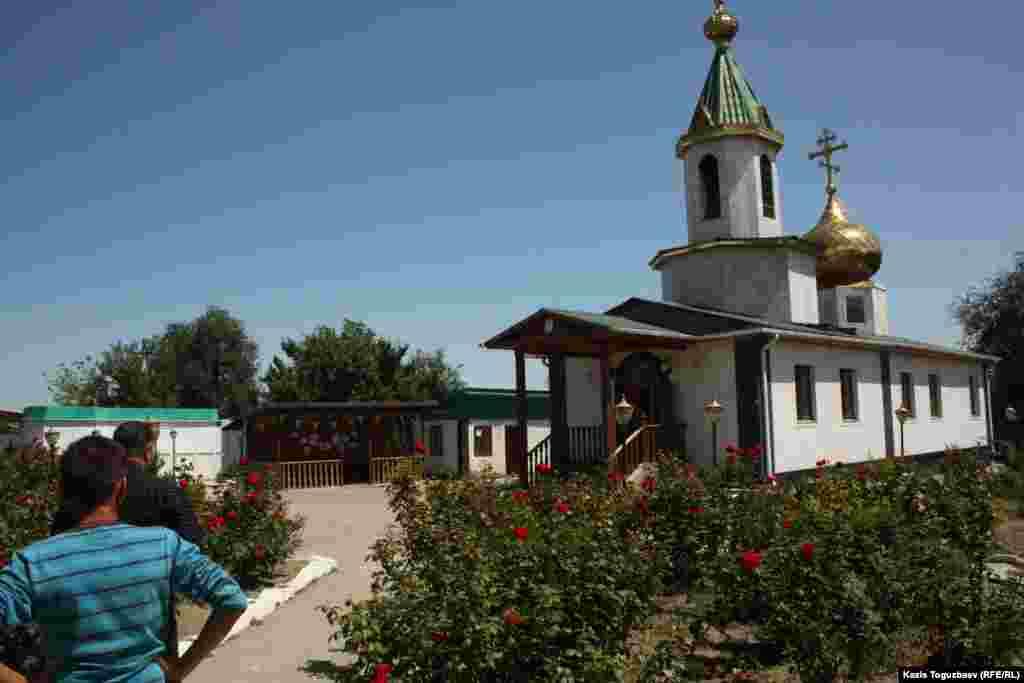 Храм Сергия Радонежского, настоятелем которого служит отец Софроний. Поселок имени Туймебаева Илийского района Алматинской области. 24 июля 2013 года.