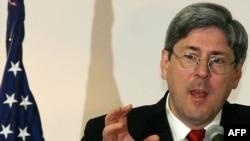 დაგლას ფაიტი, შეერთებული შტატების თავდაცვის მინისტრის მოადგილე 2001-2005 წლებში