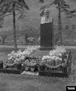 Надгробный монумент Михаилу Калинину у Кремлевской стены