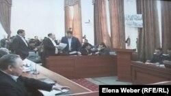 На суде, где рассматривают апелляцию по делу бывшего премьер-министра Серика Ахметова и бывших чиновников Карагандинской области. Караганда, 10 марта 2016 года.
