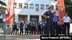Policija ispred Skupštine