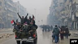 Алепподо өкмөттүк күчтөр жеңишин майрамдап жатышат.