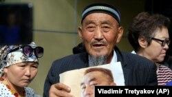 Кытайда камакка алынгандардын туугандары. Алматы. 16-август, 2019-жыл.