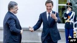 Президент України Петро Порошенко та прем'єр-міністр Нідерландів Марк Рютте. Гаага, жовтень 2015 року