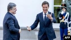 Прем'єр-міністр Нідерландів Марк Рютте приймає у своїй резиденції президента України Петра Порошенка, 26 листопада 2015 року
