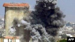 Սիրիա - Ալ-Հուլա բնակավայրի շենքերից մեկի ռմբակոծությունից հետո ծուխ է բարձրանում, հունիս, 2013թ․