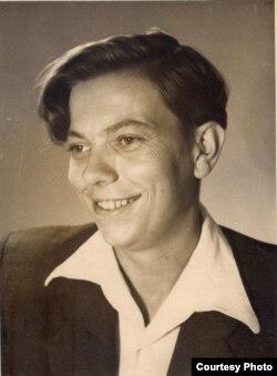 Уладзімер Караткевіч. 1955 г. З асабістага фонду У. Караткевіча ў БДАМЛМ