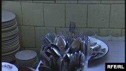 Пришахтинскідегі 25-ші мектептің асханасындағы ыдыстар