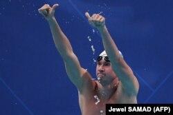 Казахстанский пловец Дмитрий Баландин после финального заплыва на 100 метров брассом на Азиатских играх в Джакарте. 22 августа 2018 года.