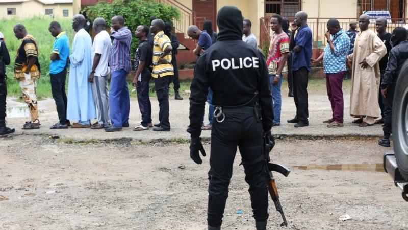 Двајца дански новинари избодени во Габон
