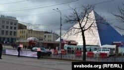 Расьцяжка «Свабоду палітвязьням» у цэнтры Віцебску
