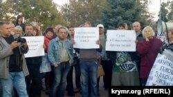 Протестный митинг с требованием прекратить судебные преследования владельцев земельных участков. Севастополь, 6 октября 2017 года
