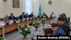 Әскери қызмет туралы заңға өзгерістер енгізу туралы заң жобасын таныстыру жиыны. Астана, 30 мамыр 2016 жыл.
