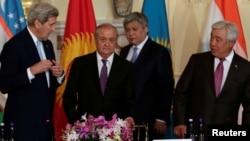 Dövlət katibi John Kerry Mərkəzi Asiyanın xarici işlər nazirləri ilə