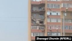 Обрушившиеся при падении строительного крана балконы в многоэтажном жилом доме. Актобе, 3 июля 2017 года.