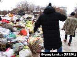 Кучи мусора в Северном городке