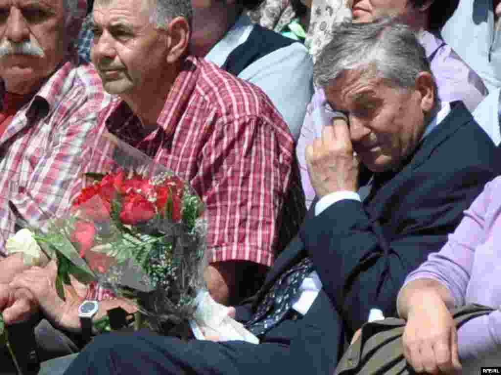 Otkrivanje spomenika poginuloj djeci Sarajeva - Četrnaest godina roditelji su čekali na spomenik koji će za sva vremena podsjećati na užase kroz koje su tokom najduže opsade jednog grada nakon Drugog svjetskog rata prošli njegovi stanovnici.