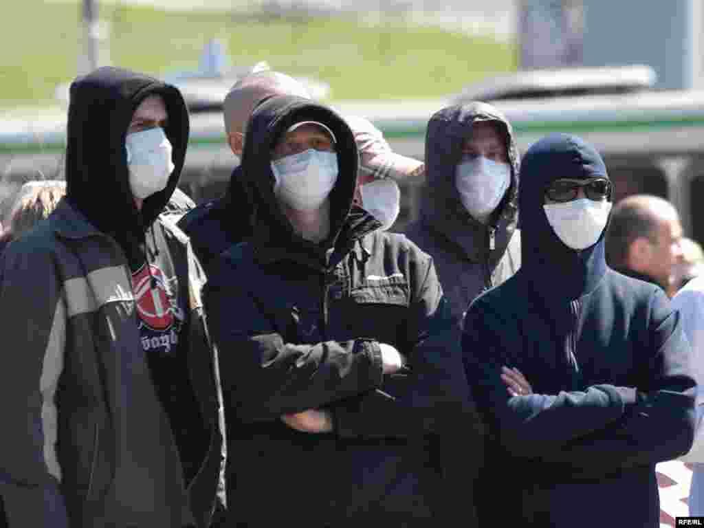 Rusija - Drugačije maske - Učesnici nacionalističkog marša u Rusiji su za svoj dan protesta odabrali 1.maj. Svi su nosili maske skrivajući identitet.
