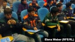Студенты колледжей города Темиртау, пришедшие на встречу с рабочей молодежью. 6 ноября 2012 года.