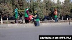 Aşgabat: Jemagat hojalygy edaralarynyň işgärlerinden pul ýygnalýar