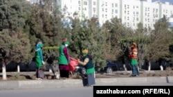 Субботник в Ашхабаде (архивное фото)