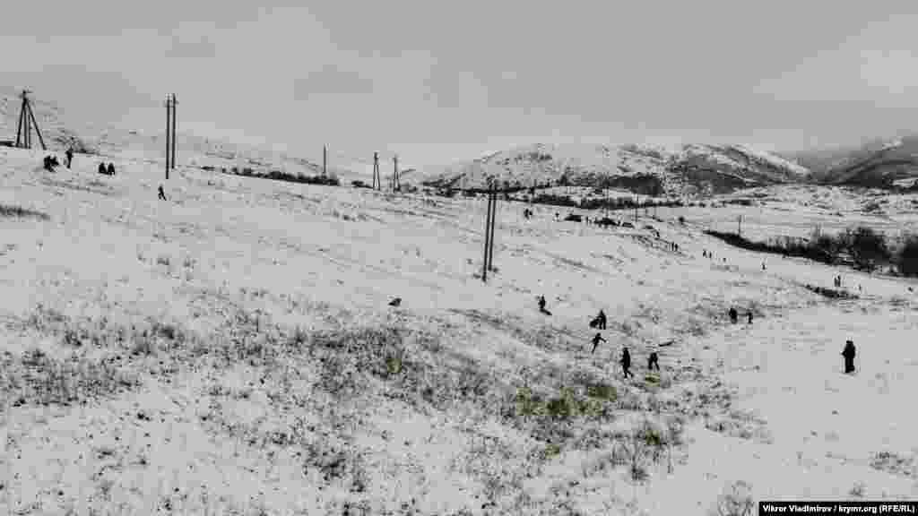 Горка в селе Мраморное ‒ объект повышенного внимания среди детей и взрослых