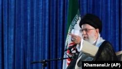 Ali Khamenei Khomeini-nin ölümünün 30 illiyi mərasimində