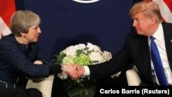 Ұлыбритания премьер-министрі Тереза Мэй мен АҚШ президенті Дональд Трамп. Давос, 25 қаңтар 2018 жыл.