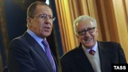 Міністр закордонних справ Росії Сергій Лавров і міжнародний посланець з Сирії Лахдар Брагімі