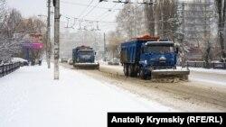 Снегоуборочная техника в Симферополе, 7 января 2019 года