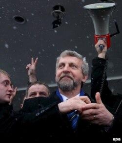 Падчас перадвыбарчай кампаніі. Аляксандар Мілінкевіч у Берасьці, 11 сакавіка 2006 году