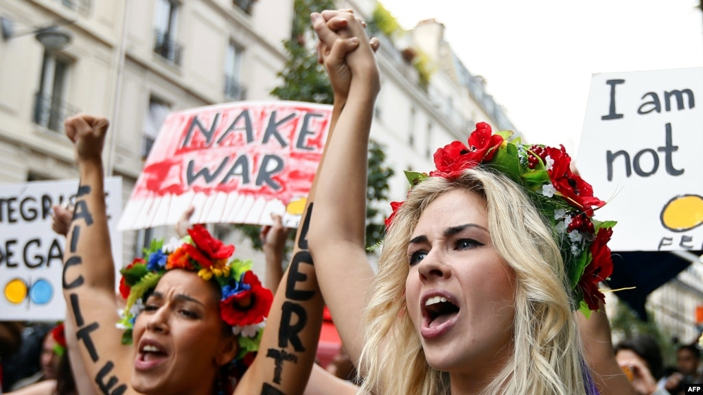 Femen Group Sets Up 'Training Camp' In Paris